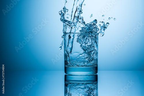 Wasser glas splash - 73754804