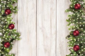 Tarjeta de Navidad con fondo blanco de madera para texto