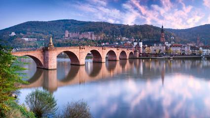 Alte Brücke in Heidelberg im Herbst