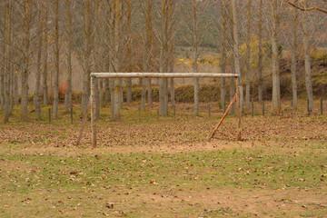 campo de futbol en otoño