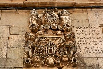esculdo heraldico tallado en piedra