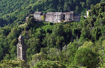 Forêt de costa verde, Clocher et village corse