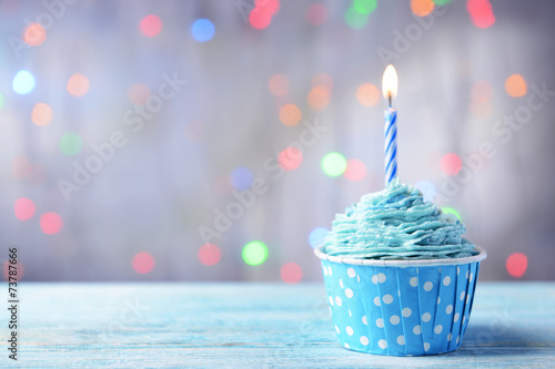 Foto op Aluminium Dessert Delicious birthday cupcake on table on light background