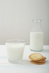 latte bicchiere di vetro su tavolo