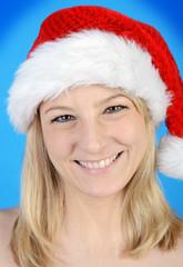 Blondine als Weihnachtsmann verkleidet