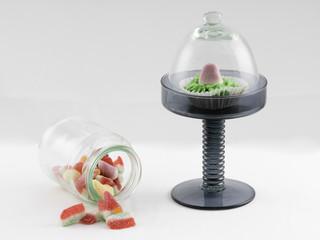 Cupcake de fresa y tarro de gominolas