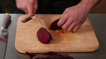 The restaurant of Ukrainian cuisine chef cuts the beet