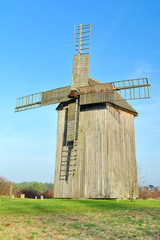 Stary drewniany młyn