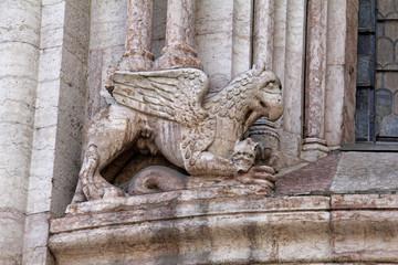 grifone e serpenti; abside del Duomo di Trento