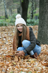 autmn child at park with leaves