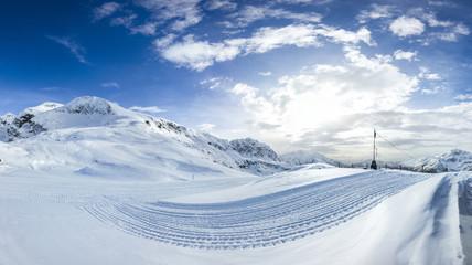 Paesaggio invernale su piste da sci
