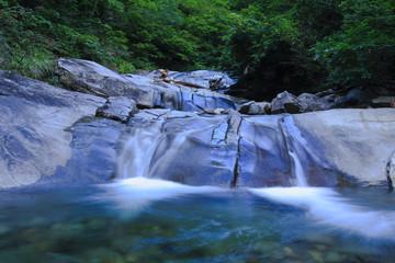 新緑のナメ滝