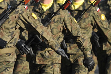 marching polish soldiers