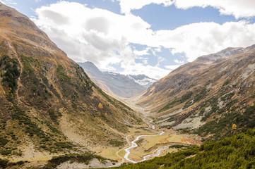 Susch, Dorf, Susasca, Bergbach, Alpen, Herbst, Schweiz