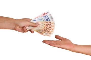 Hand zahlt Lohn aus