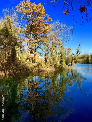 canvas print picture Herbst spiegelt sich im Weiher wieder