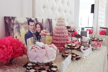 Beautifully decorated wedding table with sweets