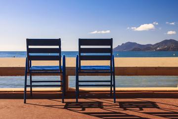 Les chaises bleues sur la Croisette du Festival du Film à Cannes
