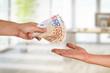 Leinwanddruck Bild - Hand, Geld, Lohn, Auszahlung