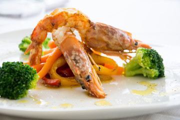 Refined plate with shrimp