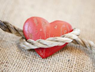 coeur lié par une corde