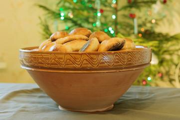 Pies clay bowl at the Christmas tree