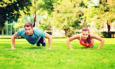 couple doing push-ups outdoors