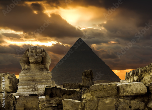 Poster Egypte The Sphinx and the pyramid of Cheops in Giza Egipt at sunset