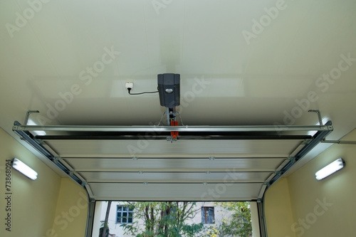 Automatic garage door inside - 73868094