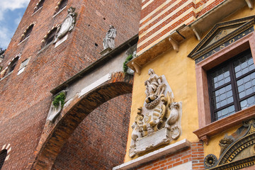 The bas-reliefs and statues on buildings in Piazza della Signori