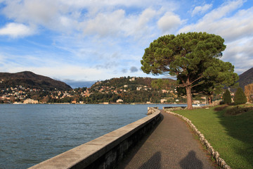 lungolago a Como