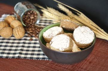 Cinnamon shortbread in a brown bowl