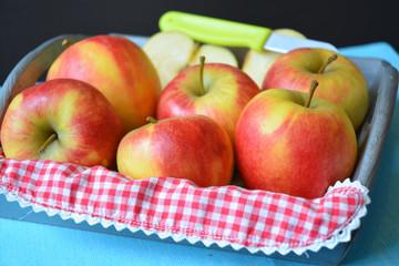 Fruitschaal met verse appels