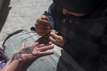 Traditionelle Marokkanische Hand-Tätowierung
