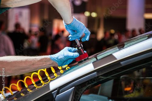 Leinwanddruck Bild repair car windshield