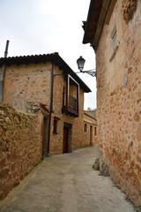 calle en pueblo tipico de montaña