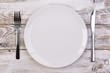 Leinwanddruck Bild - Empty plate on wooden background