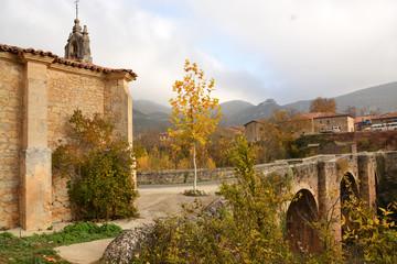 ermita y puente romanico en pesquera de ebro