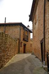 calle en pueblo tipico (pesquera de ebro)