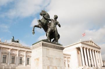 skulptur vor dem parlament in wien
