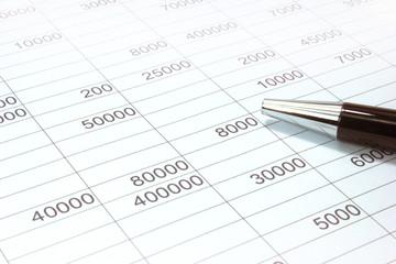 Hoja contable con información financiera