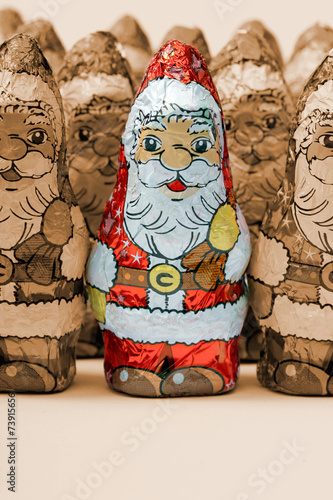 Schokoladen santas sepia, einer coloriert, - 73915656