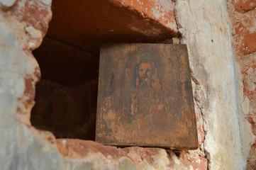 Старинная икона в старом храме