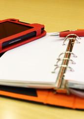 タブレットとシステム手帳とボールペン
