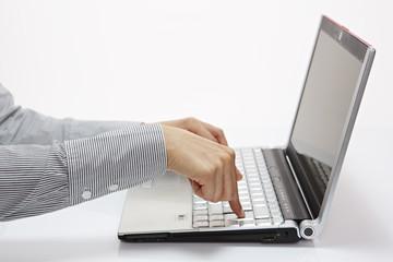 am Laptop, Enter drücken