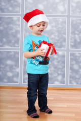 Child with santa hat and gift packs