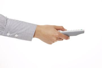 Hand hält graue Fernbedienung, Seitenansicht