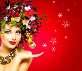 Christmas Winter Woman. Beautiful Christmas Holiday Hairstyle