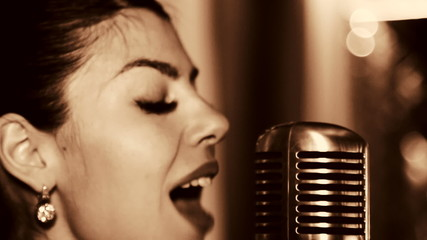 The young singer sings into the microphone.