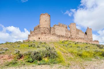 Ruinas del castillo de Almonacid de Toledo (España)
